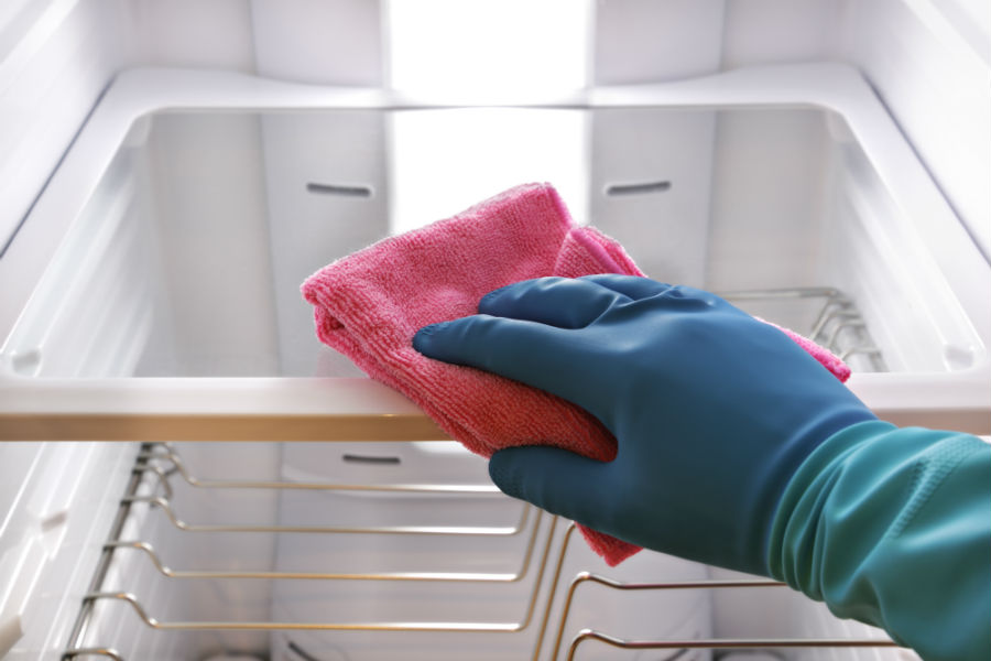 Cleaning your refrigerator before storage
